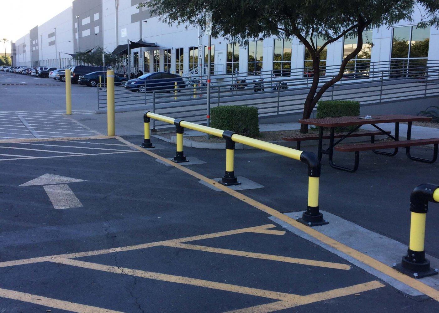 Horseshoe rail amazon outside pedestrian